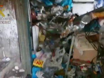 Rescatan a un hombre de su vivienda en Camariñas: padece síndrome de Diógenes
