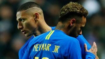 Neymar se retira lesionado del partido amistoso contra Camerún