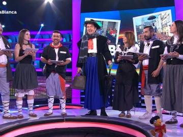 Arturo Valls se viste de Celedón para celebrar el especial de 'La Blanca'