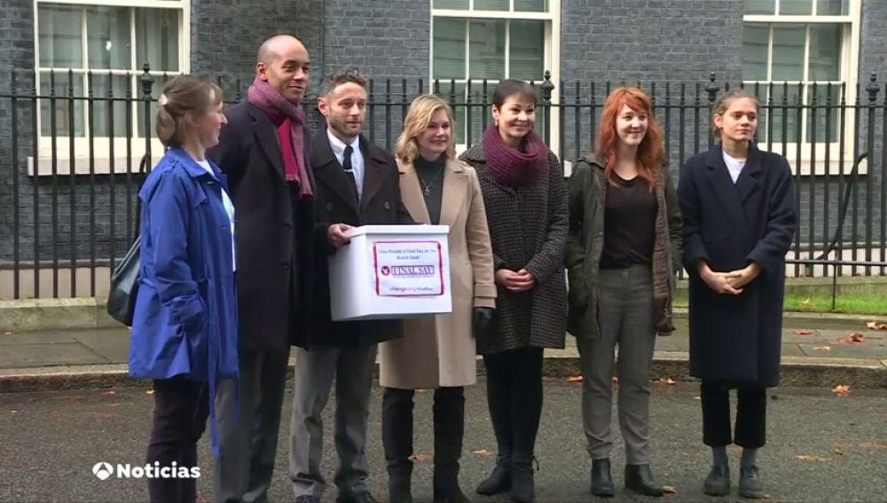 Más de un millón de firmas a favor de un segundo referéndum del Brexit