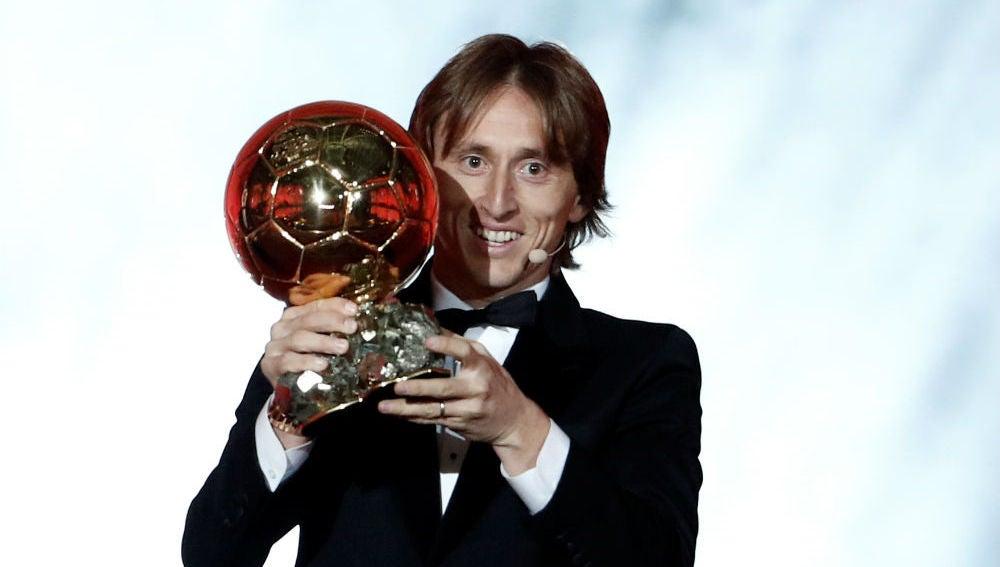Modric levanta su Balón de Oro