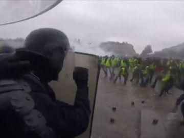 Cientos de personas continúan detenidas tras las protestas en Francia