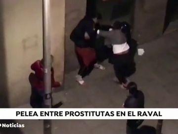 Una pelea entre prostitutas desata la tensión en el Raval de Barcelona