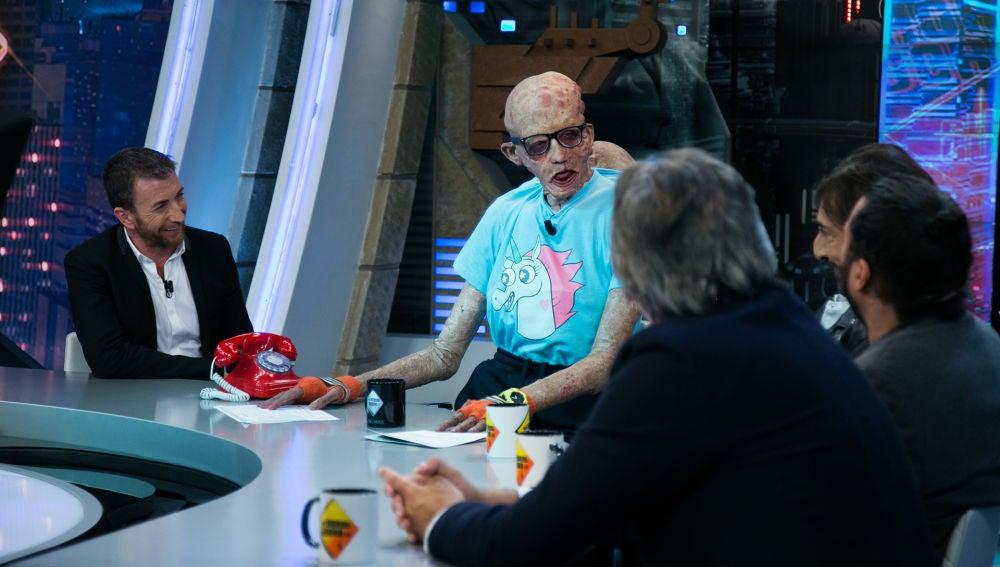 VÍDEO: Gresky le quita el puesto de presentador a Pablo Motos en 'El Hormiguero 3.0'