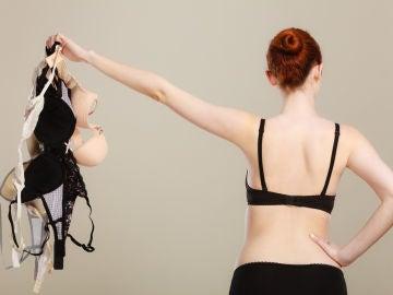 Mujer con sujetadores