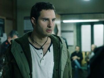 Javier descubre que Maite tendrá un hijo de su hermano Jon