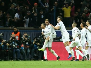 Los jugadores del PSG celebran un gol de Mbappé