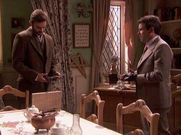 Carmelo ofrece un arma a Saúl para mantener a los suyos a salvo