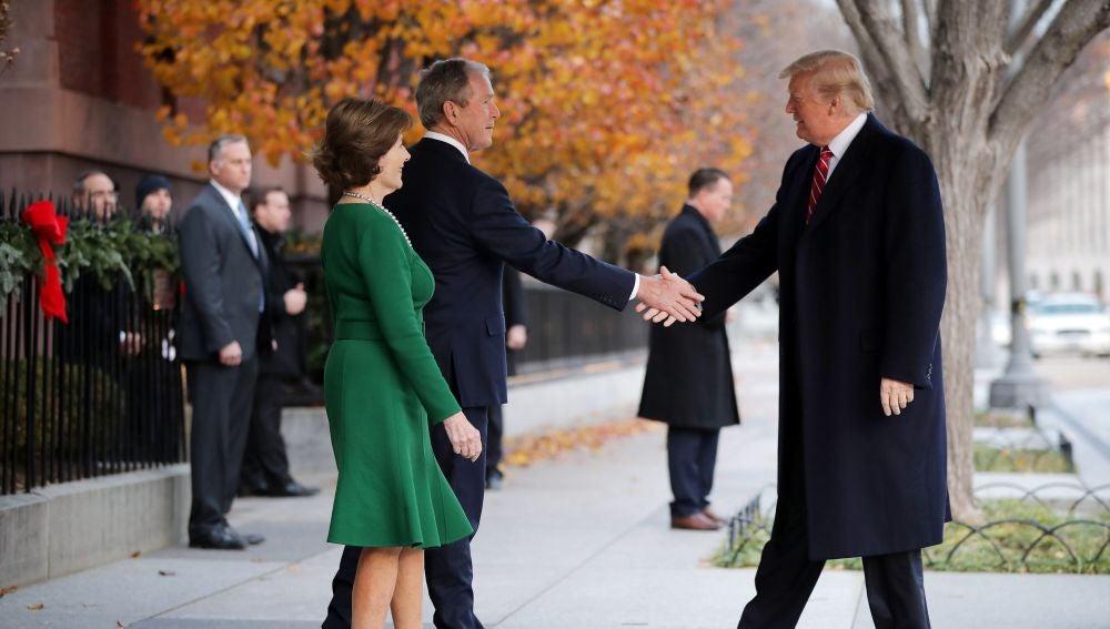 El presidente Trump visita a la familia Bush tras la muerte de George H.W. Bush