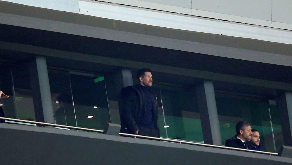 Simeone ve el partido del Atlético desde la grada
