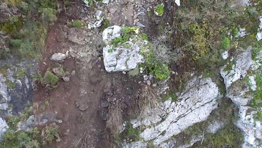 Cortada la línea ferroviaria entre Madrid y Asturias por el miedo a que caiga una gran roca