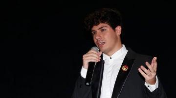 Alfred durante la presentación