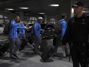 Los jugadores de Boca Juniors, a su llegada a Madrid