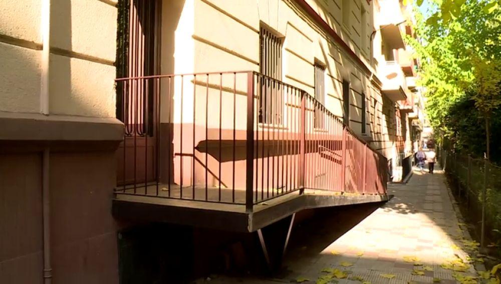 Vecinos de un edificio se enfrentan al Ayuntamiento de Madrid por una rampa de acceso