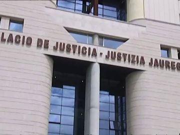 Los políticos apoyan a la víctima de 'La Manada' y piden una reforma de la ley