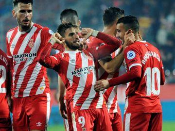 Los jugadores del Girona celebran un gol de Portu