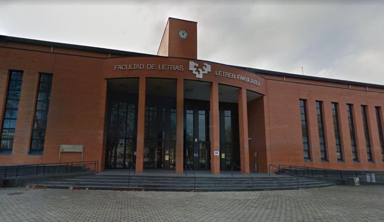 Fachada de la Facultad de Letras de la Universidad de Vitoria