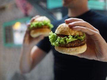 Ojo con esa hamburguesa si estás estresado.