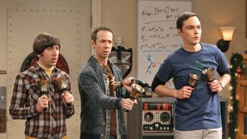 Stuart, Howard y Sheldon en 'The Big Bang Theory'
