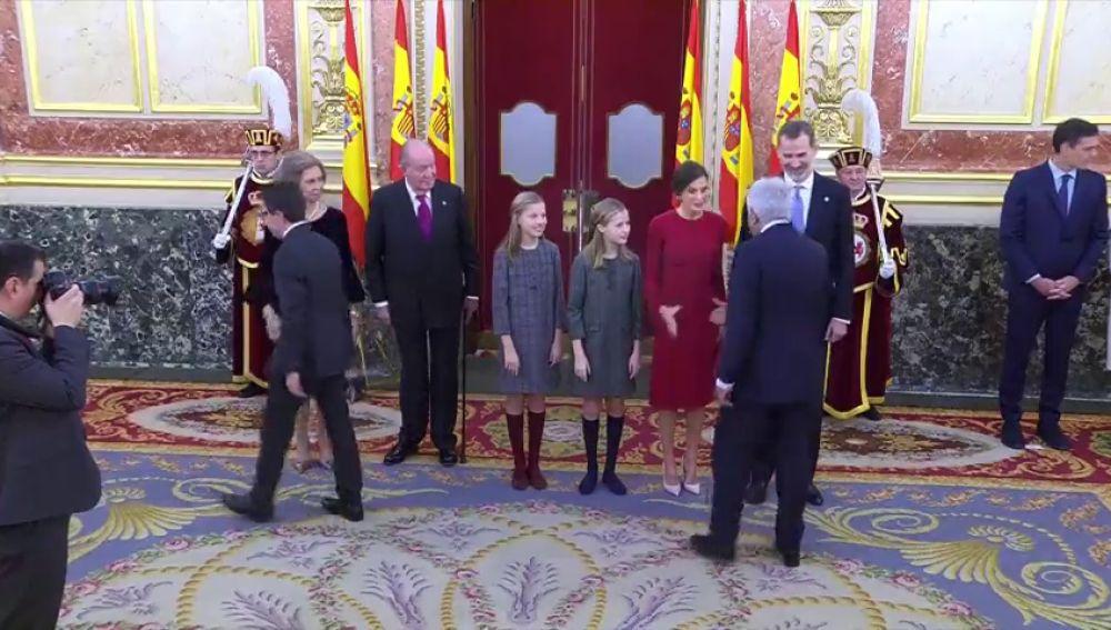 Iglesias se salta el saludo protocolario a los reyes en el Congreso