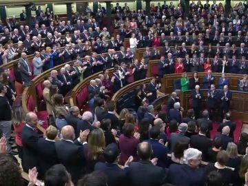 Largo aplauso de las Cortes a don Juan Carlos