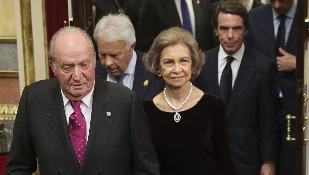 Doña Sofía eligió un collar heredado de su madre