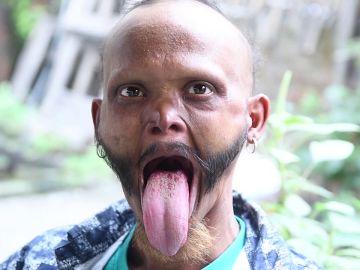 Yagya Bahadur Katuwal enseña su lengua