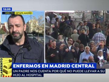 """Un padre no puede llevar a su hijo enfermo al hospital por estar situado en Madrid Central: """"Me dijeron que fuera en transporte público"""""""