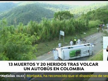 Al menos trece muertos y una veintena de heridos tras volcar un autobús en Colombia