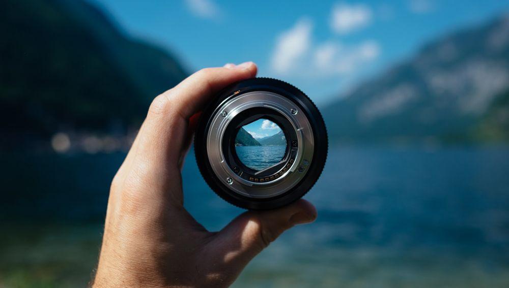 Lente de una cámara de fotos