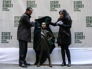 Estatua de la 'Niña sin miedo'