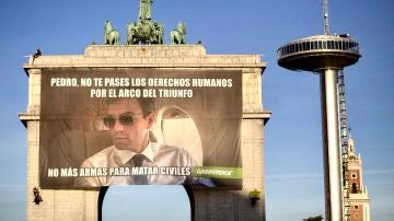 Pancarta de Pedro Sánchez por Greenpeace