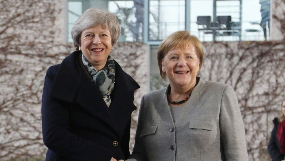 La canciller alemana, Angela Merkel, recibe a la primera ministra británica, Theresa May