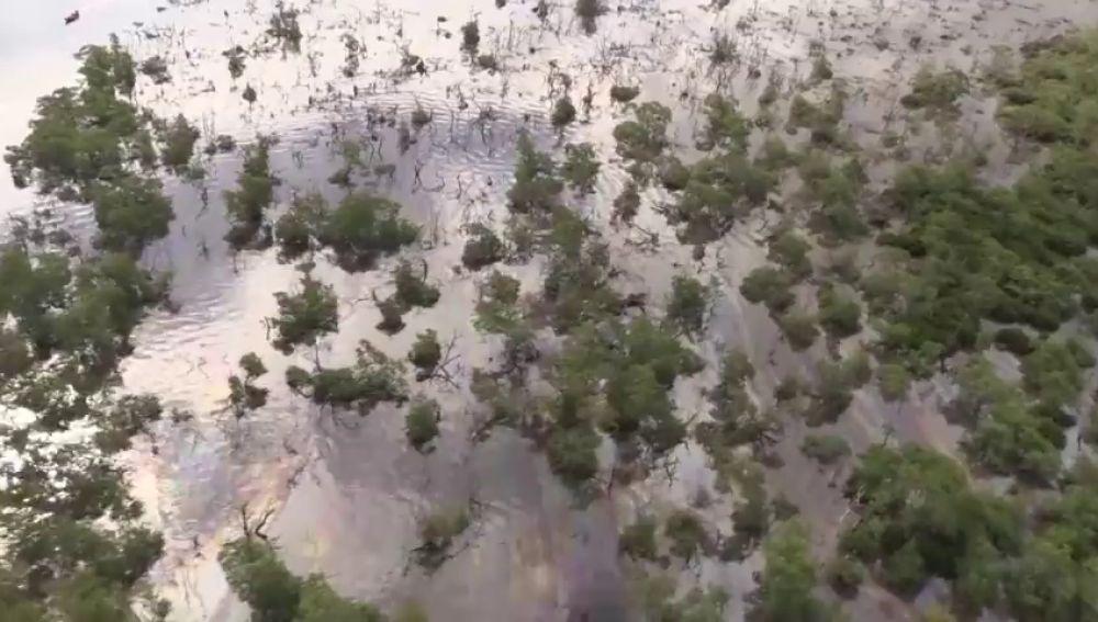 Derramados 60.000 litros de petróleo en la bahía de Guanabara, Brasil, tras un supuesto intento de robo en un oleoducto