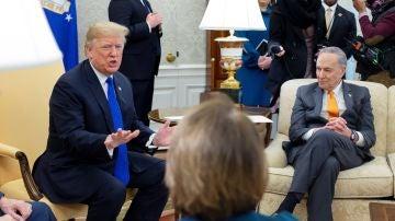 Trump se enroca en su exigencia del muro en una tensa reunión con los demócratas