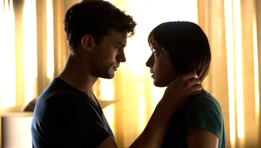 Jamie Dornan y Dakota Johnson en 'Cincuenta sombras'