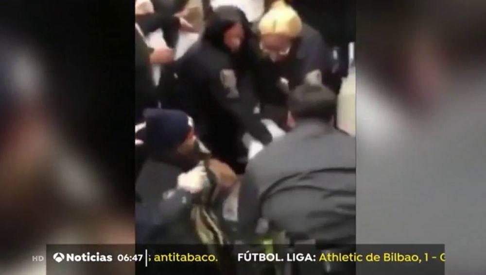 Detención de una mujer en Nueva York