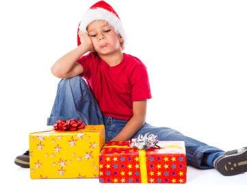 Niño frustrado en Navidad