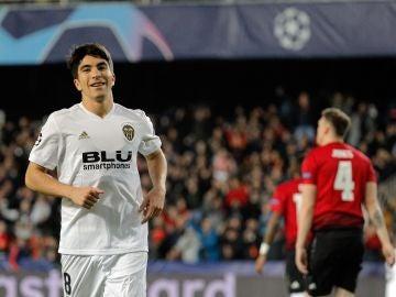 Soler celebra su gol contra el Manchester United