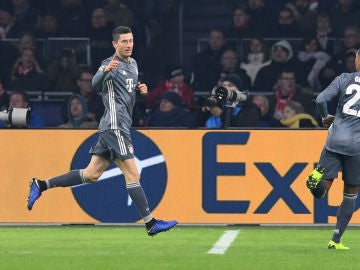 Lewandowski celebra su gol contra el Ajax