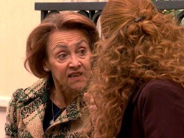 Carmen sigue chantajeando a Natalia