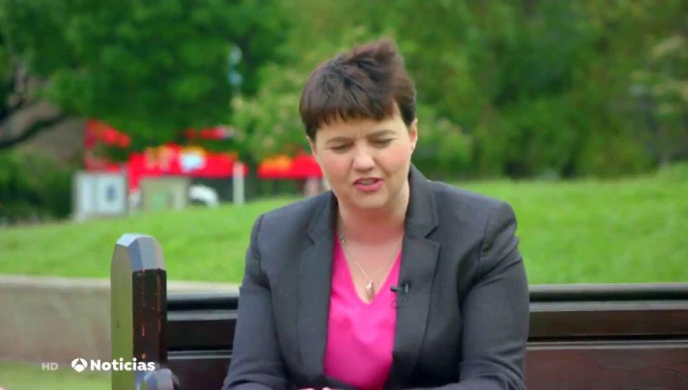 """El tuit de apoyo de la líder de los conservadores europeos a Theresa May : """"Tiene cojones de acero"""""""