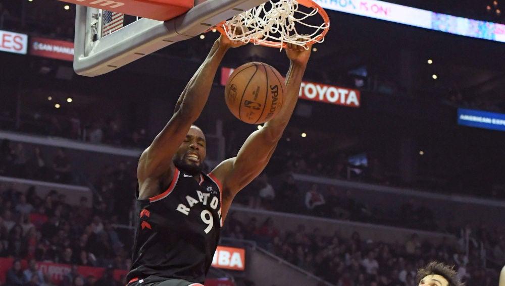 Serge Ibaka 'machaca' el aro de los Clippers