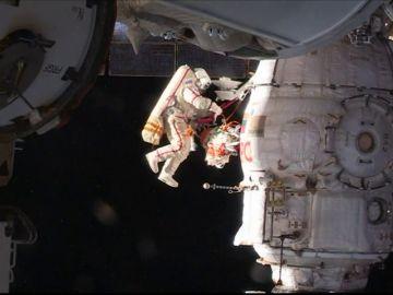 Paseo espacial para reparar la Soyuz adosada a la Estación Internacional