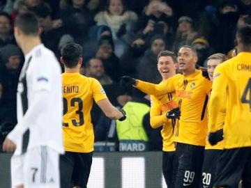 Los jugadores del Young Boys celebran uno de los goles contra la Juventus