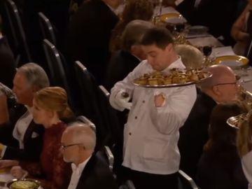 El camarero de la gala de los Nobel