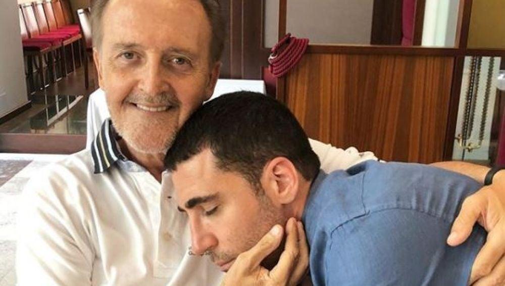 Miguel Ángel Silvestre junto a su padre