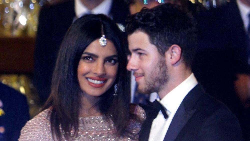 Priyanka Chopra y Nick Jonas en su primera reaparición tras convertirse en marido y mujer
