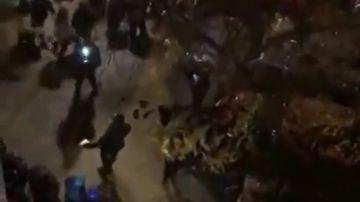 Suspenden el desahucio de una vecina en Madrid tras una noche entera de protestas