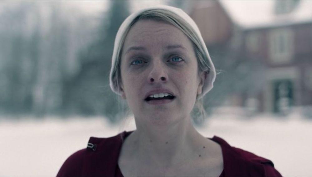 Elizabeth Moss en 'El cuento de la criada'